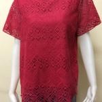 เสื้อคอกลมตกแต่งลูกไม้ สีแดงทับทิม By Kut Katawetee