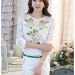รหัส MN23 เสื้อสไตล์เกาหลี ดีเทลผ้าพื้นสีขาวพิมพ์ลายดอกไม้ ต่อแขนเสื้อผ้าลูกไม้ เพิ่มรายละเอียดด้วยคริสตัลและลูกปัดที่ลายดอก งานละเอียด ตัดเย็บเรียบร้อย