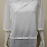 เสื้อคอกลมแขนสามส่วน สีขาว By MEENA