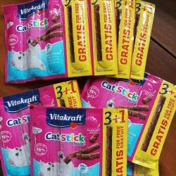 Vitakraft cat stick mini salmon and trout แผงสามแท่ง(ช่วงนี้บวกหนึ่ง) 12แผง 590บาทรวมส่ง