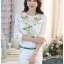 รหัส MN23 เสื้อสไตล์เกาหลี ดีเทลผ้าพื้นสีขาวพิมพ์ลายดอกไม้ ต่อแขนเสื้อผ้าลูกไม้ เพิ่มรายละเอียดด้วยคริสตัลและลูกปัดที่ลายดอก งานละเอียด ตัดเย็บเรียบร้อย thumbnail 1
