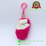 พวงกุญแจแมวนอนหลับในถุงเท้า สีชมพู 8x5 CM [มีเสียง]