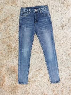 กางเกงยีนส์ผู้หญิง ขาเดฟ ตอกหมุดปลายขา สีฟอก