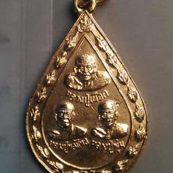 (ขายแล้ว) เหรียญ หลวงปู่ เผือก หลวงปู่ ทองไหล หลวงปู่ พุ่ม วัด ละมัย อ.เกาะสมุย สุราษฏธานี ปี 48 / 200.-
