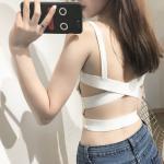 เสื้อกล้ามแฟชั่น เปิดโชว์หลังแบบเซ็กซี่ๆ ด้วยสายไขว้ที่น่าชวนมอง - ขาว