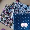 Set 4 ชิ้น : ผ้าคอตตอนไทย 3 ลายและผ้าแคนวาสลายจุด โทนสีน้ำเงินกรมท่า แต่ละชิ้นขนาด 50×27.5ซม.