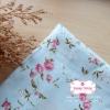 ผ้าคอตตอนไทย 100% 1/4ม.(50x55ซม.) พื้นสีฟ้าอ่อน ลายเครือดอกไม้สีชมพู