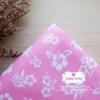 ผ้าคอตตอนไทย 100% 1/4 ม.(50x55ซม.) พื้นสีชมพู ลายดอกชบาสีขาว