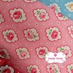 ผ้าคอตตอน 100% 1/4 ม.(50x55ซม.) พื้นสีชมพู ลายดอกกุหลาบ