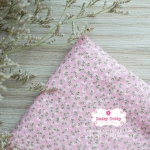 ผ้าคอตตอนไทย 100% 1/4 ม.(50x55ซม.) ลายดอกไม้เล็ก สีชมพูอ่อน