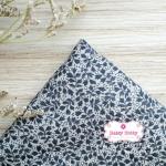 ผ้าคอตตอนไทย 100% 1/4 ม.(50x55ซม.) ลายใบไม้เล็ก โทนสีเทา