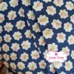 ผ้าคอตตอนไทย 100% 1/4 ม.(50x55ซม.) ลายดอกไม้ พื้นสีฟ้าเข้ม