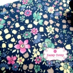ผ้าคอตตอนไทย 100% 1/4 ม.(50x55ซม.) ลายดอกไม้คละสี พื้นสีน้ำเงิน