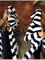 พร้อมส่ง ::MO247:: เสื้อคลุมแฟชั่นตัวยาว ลายขวางสีขาวสลับดำ มีฮูด แบบน่ารัก ไซค์ XL