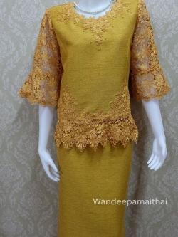 ชุดผ้าไหมญี่ปุ่น แต่งด้วยลูกไม้นอก ปักมุข แขนสามส่วน เสื้อ+กระโปรงยาว เบอร์ 44 สีเหลืองทอง