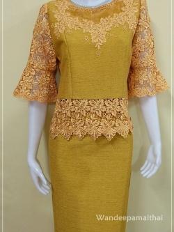 ชุดผ้าไหมสำเร็จรูป ไหมญี่ปุ่น แต่งด้วยลูกไม้นอกแขนสามส่วน สีทอง เสื้อ+กระโปรงยาว เบอร์ 38
