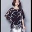 เสื้อแฟชั่น ผ้าชีฟองสีพื้นขาว-ดำ กับลวดลายกราฟฟิค ขับให้ตัวเสื้อดูมีสีสัน thumbnail 22