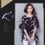 เสื้อแฟชั่น ผ้าชีฟองสีพื้นขาว-ดำ กับลวดลายกราฟฟิค ขับให้ตัวเสื้อดูมีสีสัน thumbnail 26