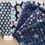 Set 5 ชิ้น : ผ้าคอตตอน 100% โทนสีน้ำเงิน 5 ลาย ชิ้นละ1/8 ม.(50x27.5ซม.) thumbnail 1