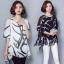 เสื้อแฟชั่น ผ้าชีฟองสีพื้นขาว-ดำ กับลวดลายกราฟฟิค ขับให้ตัวเสื้อดูมีสีสัน thumbnail 1