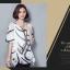 เสื้อแฟชั่น ผ้าชีฟองสีพื้นขาว-ดำ กับลวดลายกราฟฟิค ขับให้ตัวเสื้อดูมีสีสัน thumbnail 16