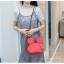 กระเป๋าหนังแฟชั่น สีแดงจัดจ้าน รูปทรงบ่งบอกถึงเอกลักษณ์ thumbnail 5