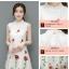 ชุดกี่เพ้าลายสวย พริ้วไหวแบบผ้าชีฟองเนื้อดี กับลายปักดอกกุหลาบสวยๆ thumbnail 5