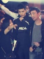 เสื้อฮู้ดแขนยาวสีดำเกาหลี PALACE แต่งแถบเส้น