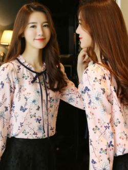 เสื้อแฟชั่นแขนยาวเกาหลี แต่งลายดอกไม้ทั้งตัว มี2สี