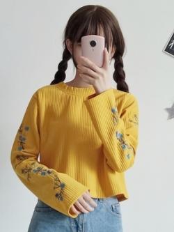 เสื้อแขนยาวเกาหลี ลายเส้น แต่งพิมพ์ลายแขนเสื้อ มี3สี