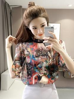เสื้อแฟชั่นซีฟองเกาหลี แต่งลายกราฟฟิคทั้งตัว มี2สี