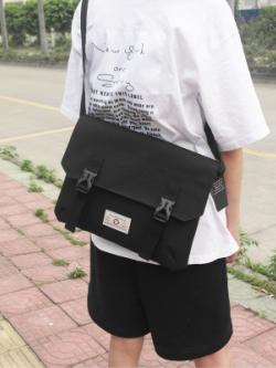 กระเป๋าสะพายข้างเกาหลี แต่งสายรัดหัวเข็มขัด มี3สี