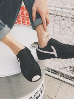รองเท้าผ้าใบเกาหลี แต่งลายเส้นด้านข้าง แนว Sport มี2สี