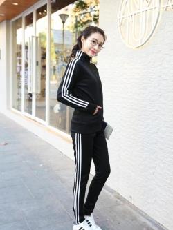 **พร้อมส่ง**ชุดวอร์มเกาหลี เสื้อแจ็คเก็ตแขนยาวแต่งแถบสี+กางเกงขายาว