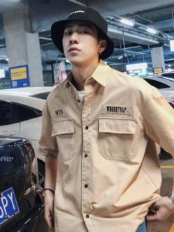 เสื้อเชิ้ตแขนสามส่วนเกาหลี แต่งกระเป๋าเสื้อคู่ สไตล์ฮ่องกง มี2สี