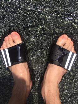 รองเท้าแตะแบบสวมเกาหลี แต่งเส้นคาดด้านข้าง มี2สี