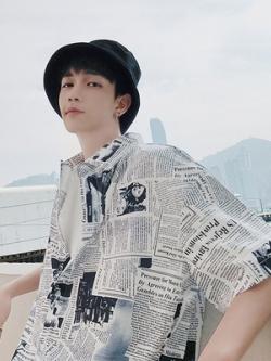 เสื้อเชิ้ตแขนสามส่วนเกาหลี oversize ลายอักษรทั้งตัว มี2สี