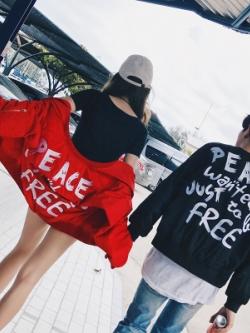 ชุดคู่รักเกาหลี เสื้อแจ็คเก็ตแขนยาว แต่งพิมพ์ลายอักษรด้านหลัง มี2สี