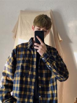 เสื้อเชิ้ตแขนยาวเกาหลี ทรงหลวม แต่งลายตารางสก็อต มี2สี
