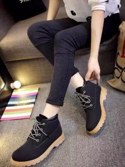 รองเท้าบูทหนังนิ่ม/รองเท้ามาร์ตินแบบผูกเชือกแต่งขอบ