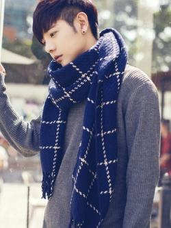 ผ้าพันคอเกาหลี สีน้ำเงิน แต่งลายสก๊อตใหญ่ เรียบหรู