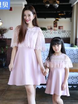 ชุดครอบครัวเซท2ชุด เดรสสั้นสีชมพู แต่งระบายลูกไม้