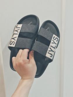 รองเท้าแตะแบบสวมเกาหลี แต่งลายอักษร มี2สี
