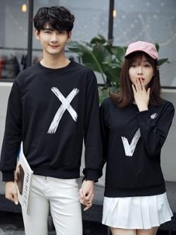 ชุดคู่รักสีดำเกาหลี เสื้อแฟชั่นแขนยาว แต่งรูปเครื่องหมายถูกผิด
