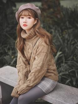 เสื้อกันหนาวคอเต่าเสื้อสเวตเตอร์ถักไหมพรมสีพื้นทรง Overcoat