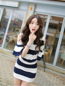ชุดเซ็ท Summer Fashion โชว์ไหล่คอหยดน้ำมีแขนแต่งระบาย ลายขวาง+กระโปรงสั้น สไตล์เกาหลี