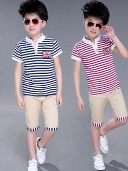 เสื้อโปโลเด็กแขนสั้นเกาหลี ลายขวาง แต่งป้ายธงชาติ มี2สี
