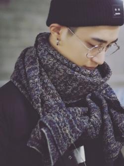 ผ้าพันคอเกาหลี สีเทา แต่งลายผสมสี ผ้าหนาสวยมาก