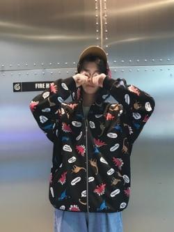เสื้อฮู้ดแจ็คเก็ตเกาหลี แต่งลายไดโนเสาร์ทั้งตัว ทรงหลวม มี4สี