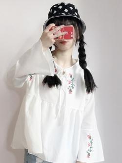 เสื้อแฟชั่นแขนยาวเกาหลี ทรงหลวม แต่งลายดอกไม้ มี2สี